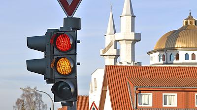 Pozor! Na semaforu - žlutá!
